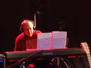 Maestro Leo Corona durante Concierto con Ray Morteo